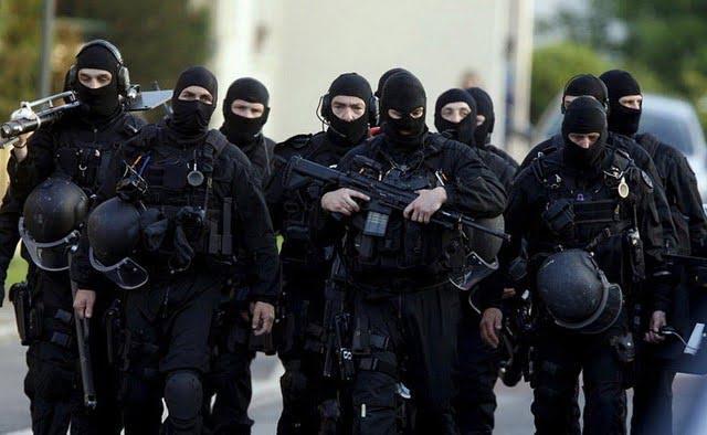 raid members brandishing their equipment