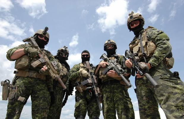 CSOR - Canada Special Operations Regiment posing
