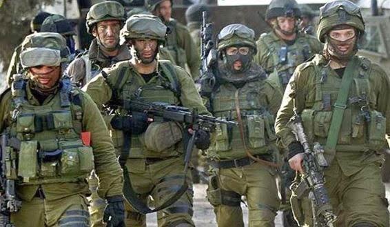 Sayaret Matkal, elite Israeli Naval Commandos brandishing their weaponary and equipment